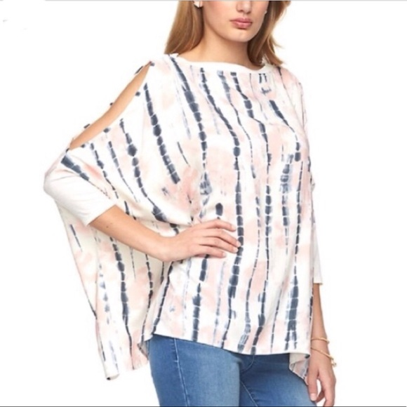Juicy Couture Tops - Juicy Couture Cold Shoulder Flowing top, cozy 💯